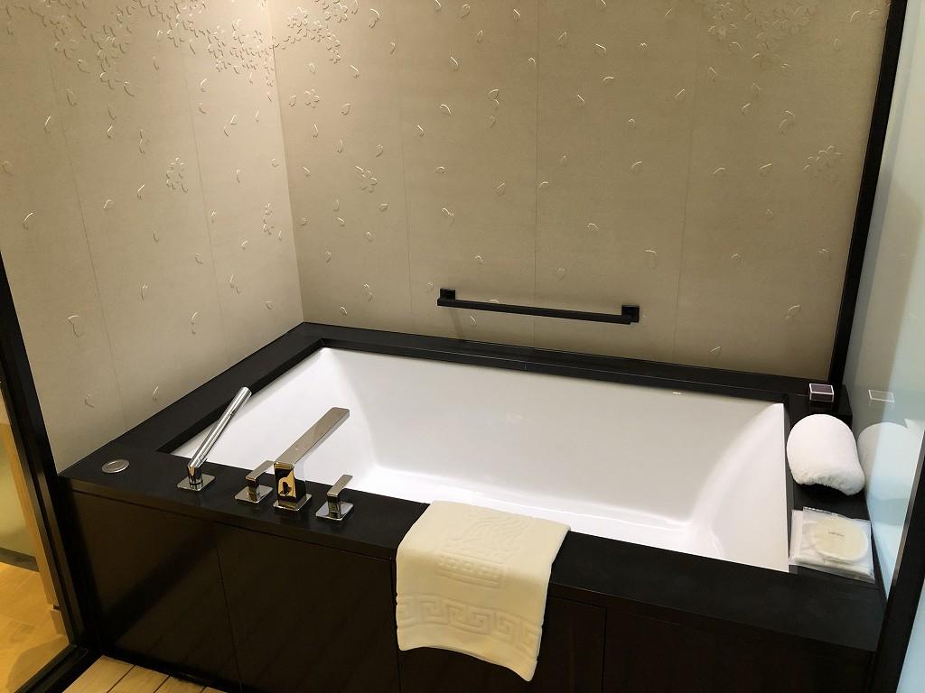 リッツカールトン京都のデラックス(シティビュー)のバスルーム2