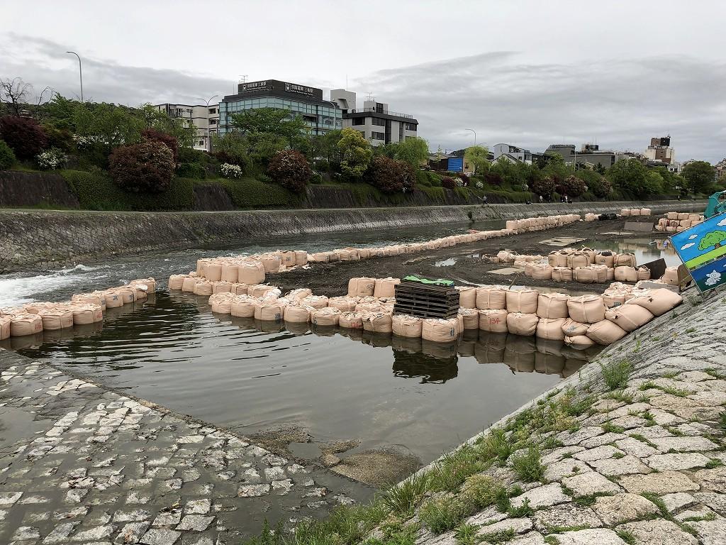 改修工事中の鴨川