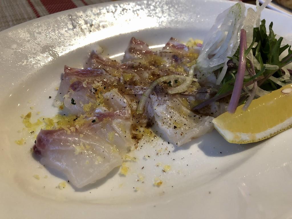 スペインのシャティバの鯛のカルパッチョ