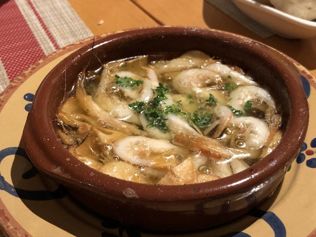 スペインのシャティバの白エビのアヒージョ
