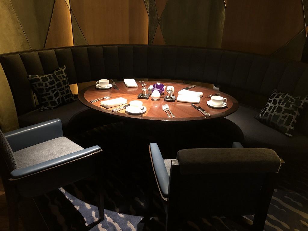 リッツカールトン京都の「ラ・ロカンダ」のテーブル