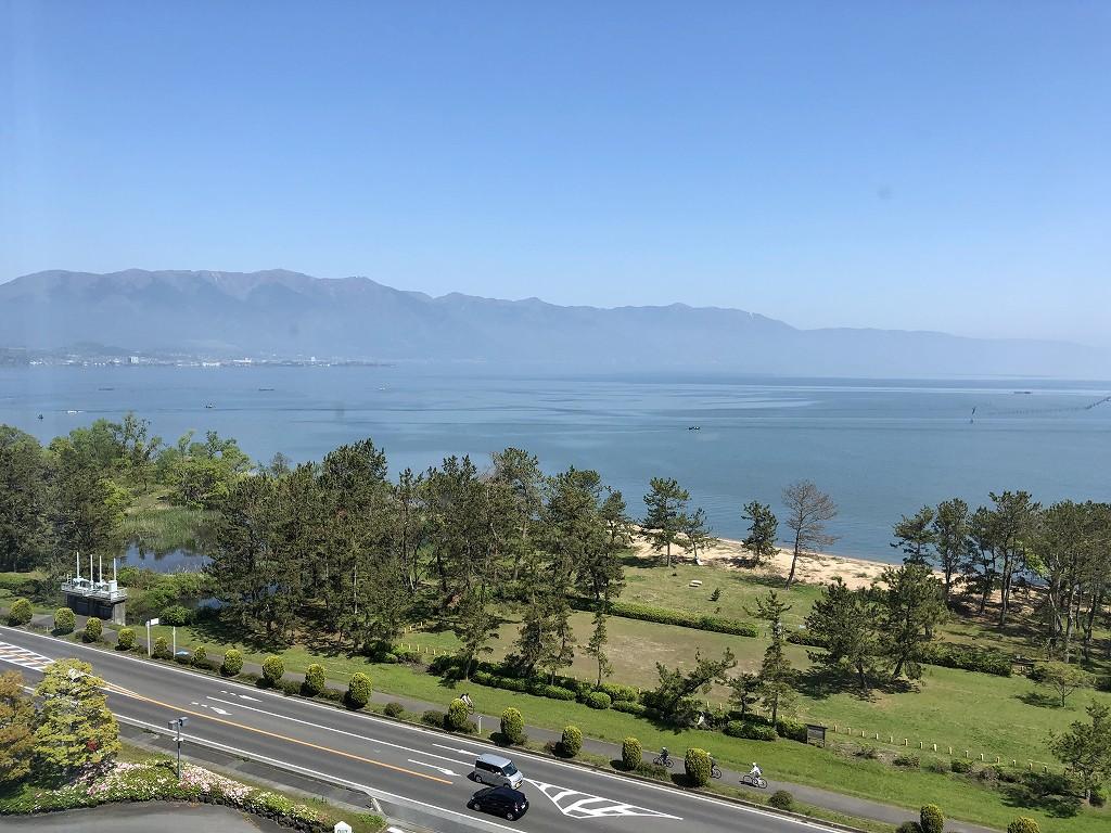 青い琵琶湖と青い空1
