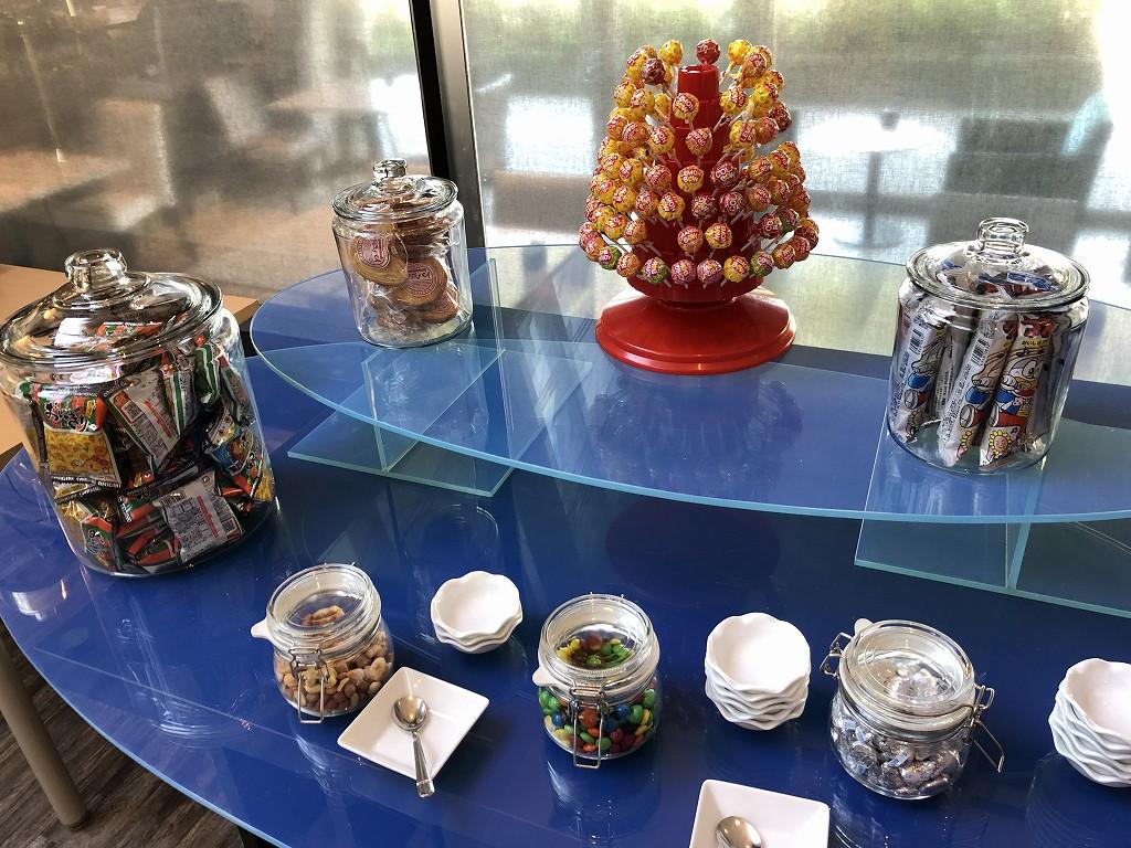 琵琶湖マリオットホテルのラウンジのお菓子