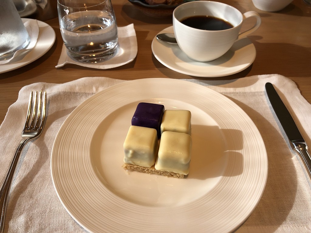 リッツカールトン京都でケーキのインルームダイニング