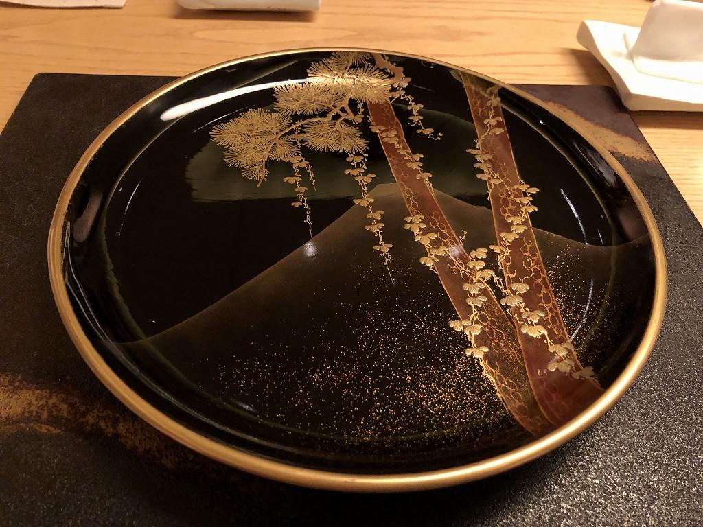 リッツカールトン京都の水暉の蒔絵皿