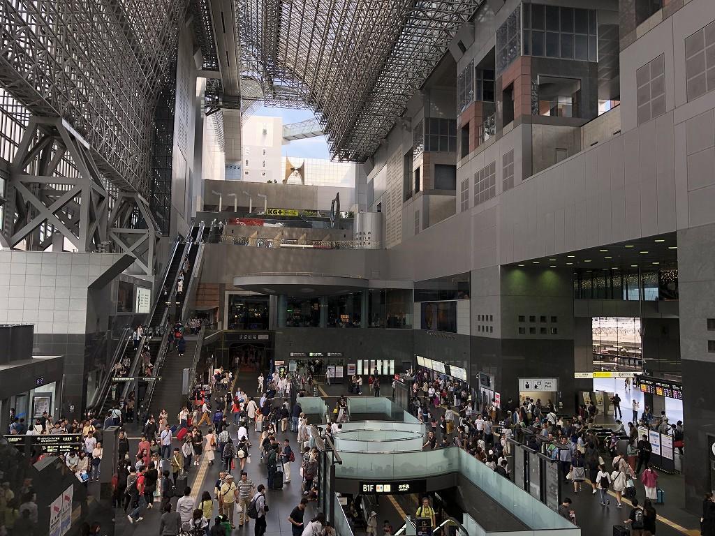 混雑している京都駅