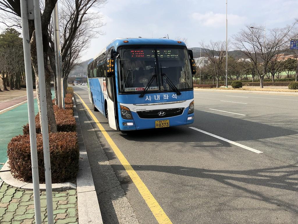 蔚山文殊サッカー競技場の前のバス停から2100番のバス