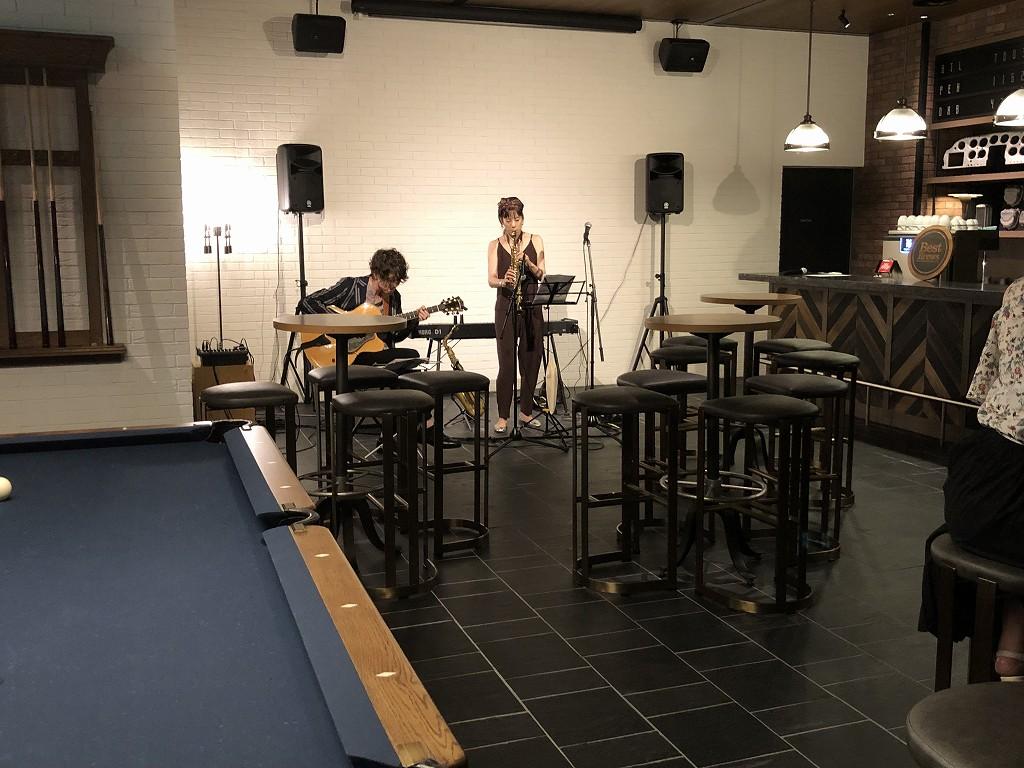フォーポイントバイシェラトン名古屋中部国際空港のバーラウンジでジャズの演奏