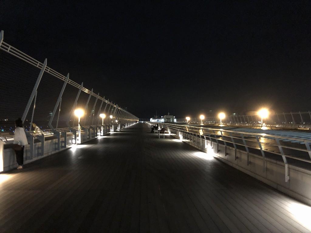 夜のセントレアの展望デッキ1