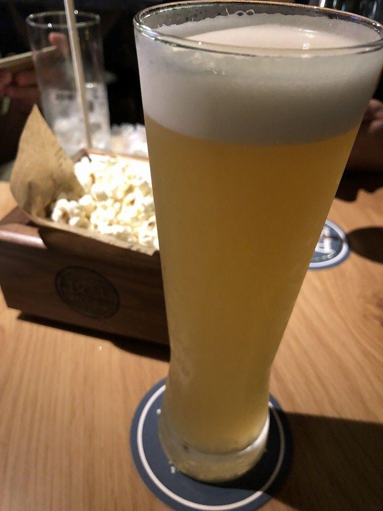フォーポイントバイシェラトン名古屋中部国際空港のバーラウンジでビール