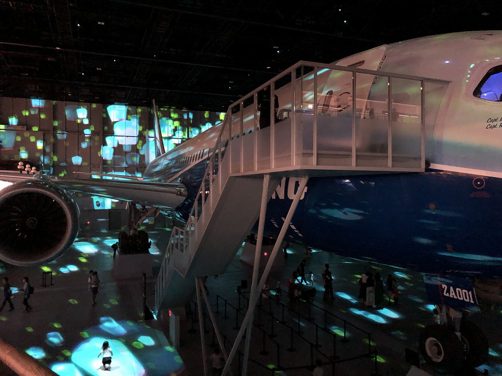 セントレアの「FLIGHT OF DREAMS」のプロジェクションマッピング1