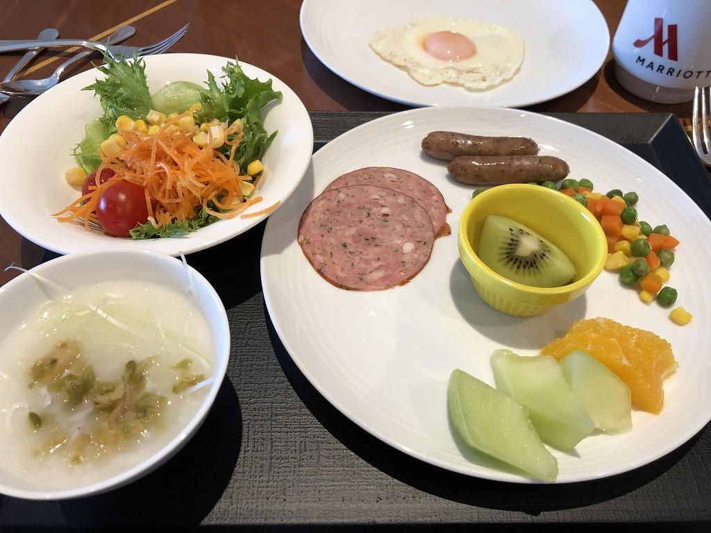 名古屋マリオットアソシアホテルのパーゴラで朝食