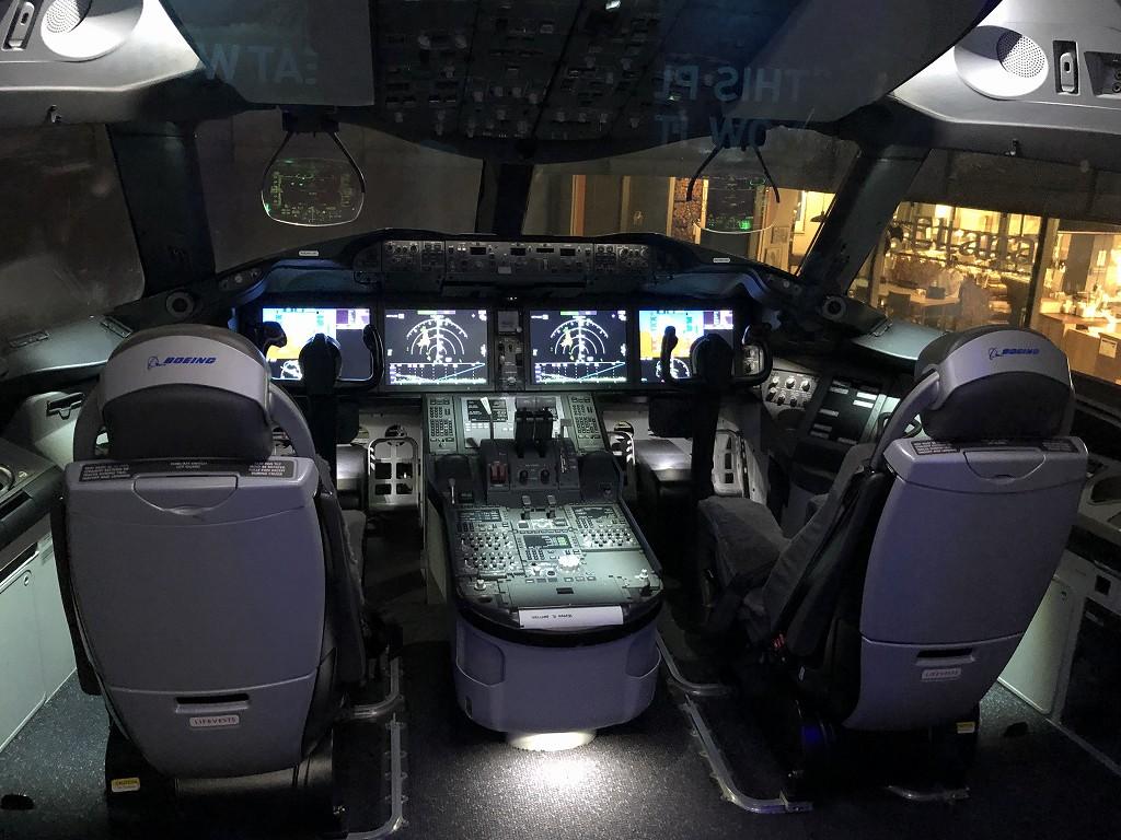 「FLIGHT OF DREAMS」のボーイング787のコックピット