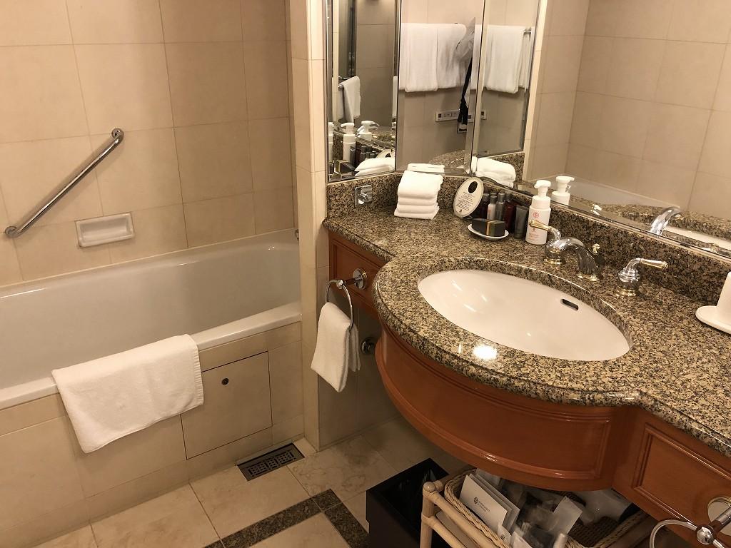 名古屋マリオットアソシアホテルのデラックスルームのバスタブ