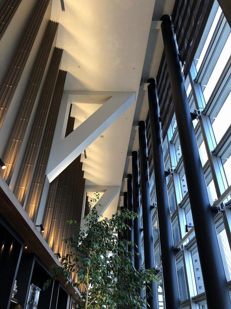 名古屋マリオットアソシアホテルのコンシェルジュラウンジの天井