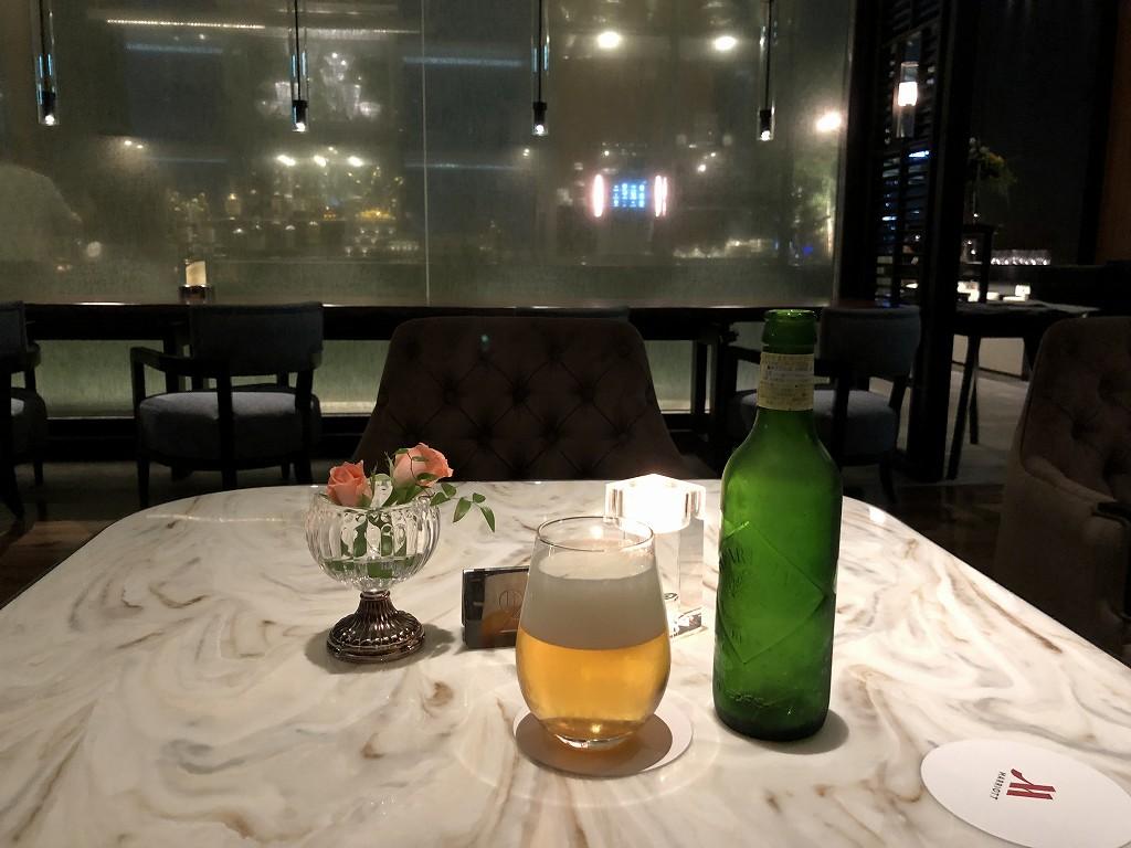 名古屋マリオットアソシアホテルのコンシェルジュラウンジでビール