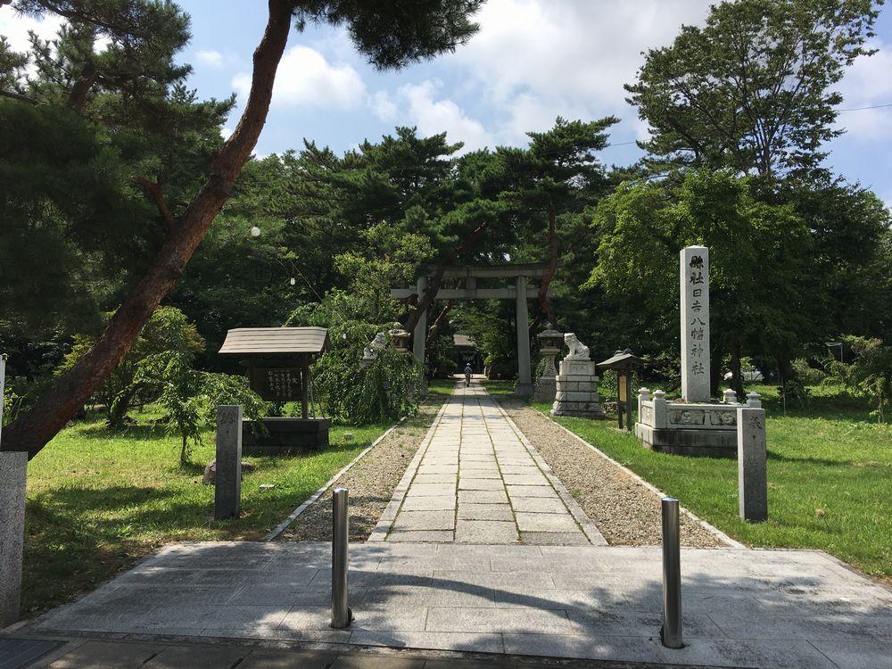 日吉八幡神社の東側入口