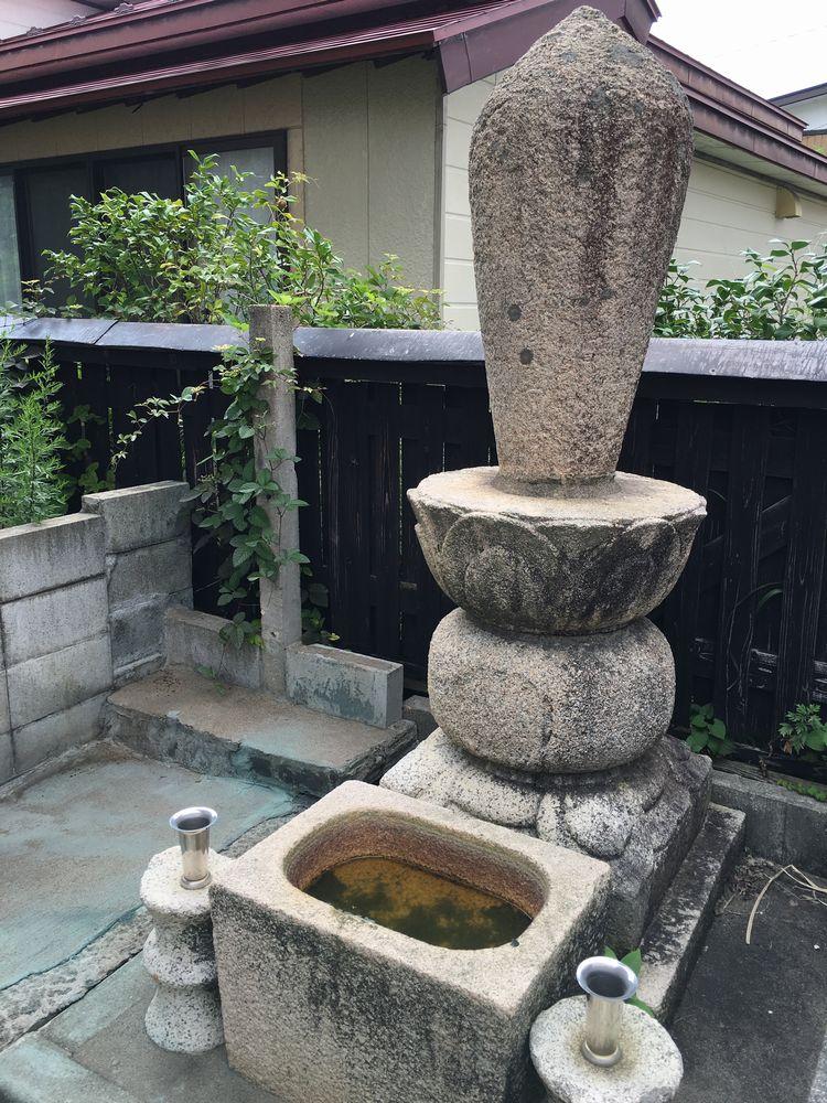 帰命寺の石田三成の墓碑