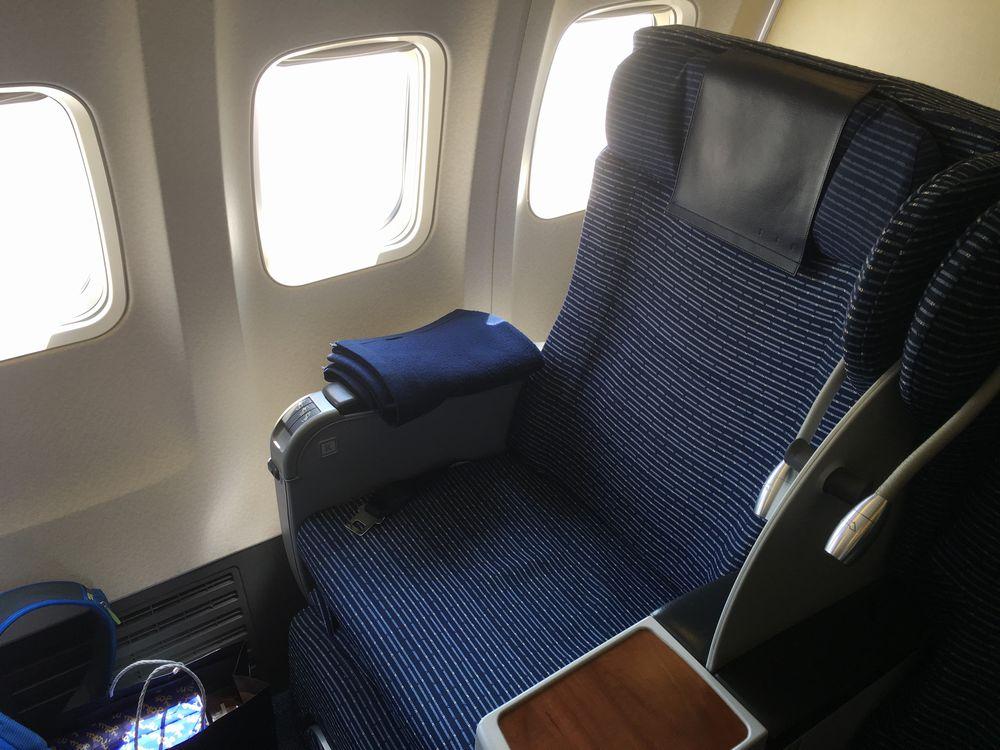 ANA403便のプレミアムクラスの座席