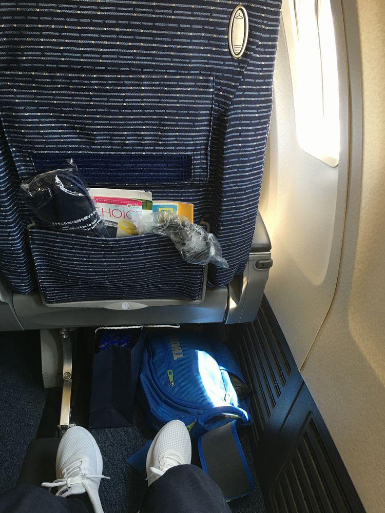 ANA403便のプレミアムクラスの座席のシートピッチ
