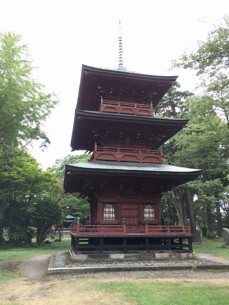 日吉八幡神社の三重塔