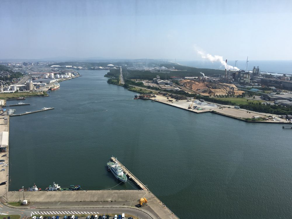 秋田運河(旧雄物川)と日本製紙の秋田工場