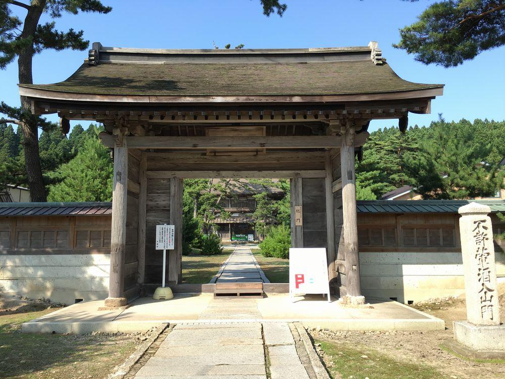 秋田の天徳寺の総門