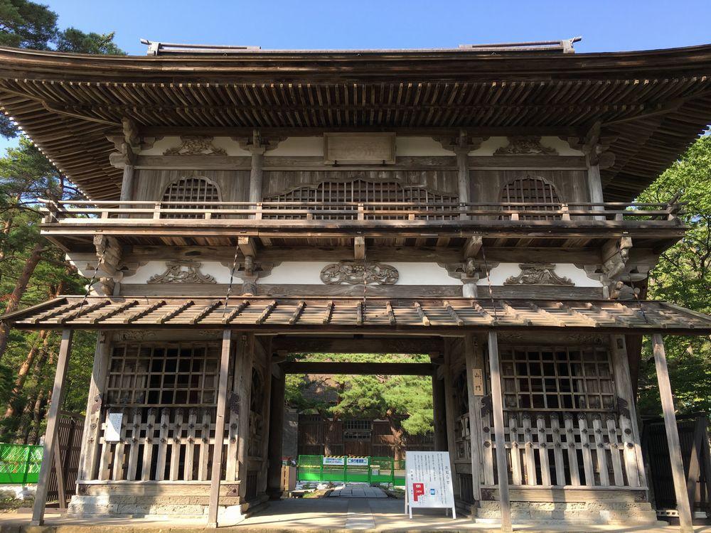 秋田の天徳寺の山門