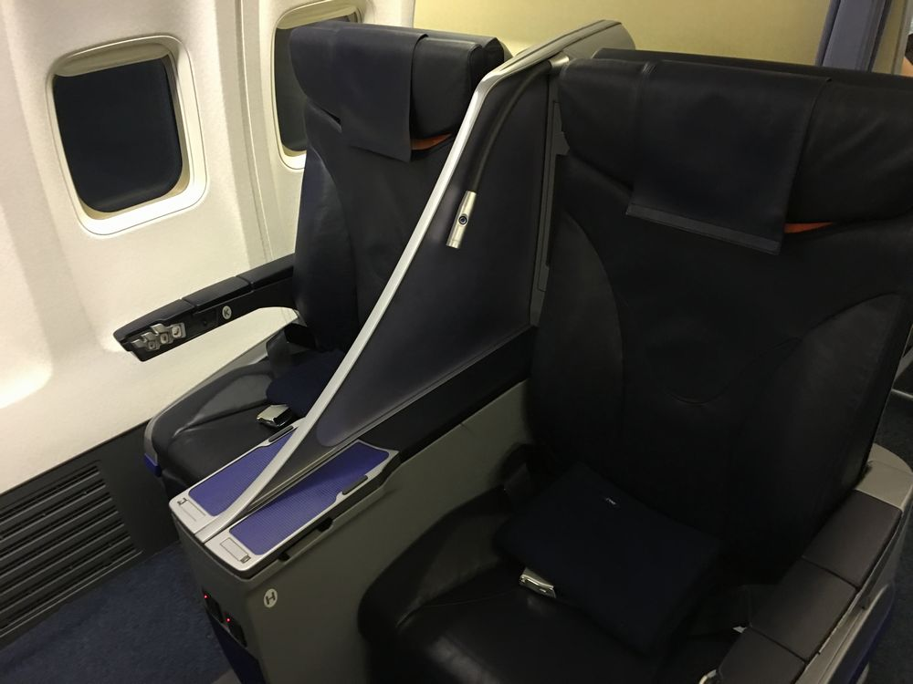 ANA410便(秋田-羽田)のプレミアムクラスのシート