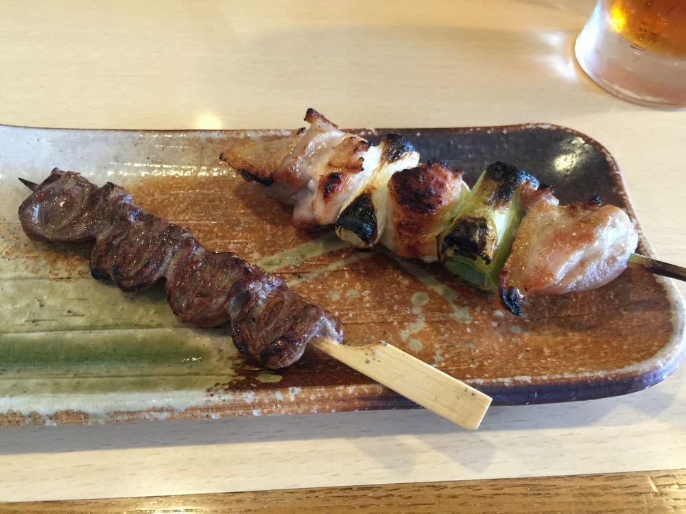 秋田比内地鶏やの串焼き(ネギマ・ハツ)