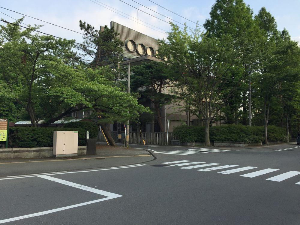 旧秋田県立美術館を斜め後ろから