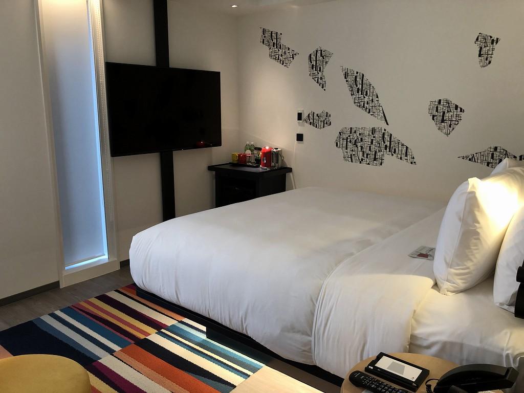 アロフト東京銀座のサヴィーキングルームのベッド1