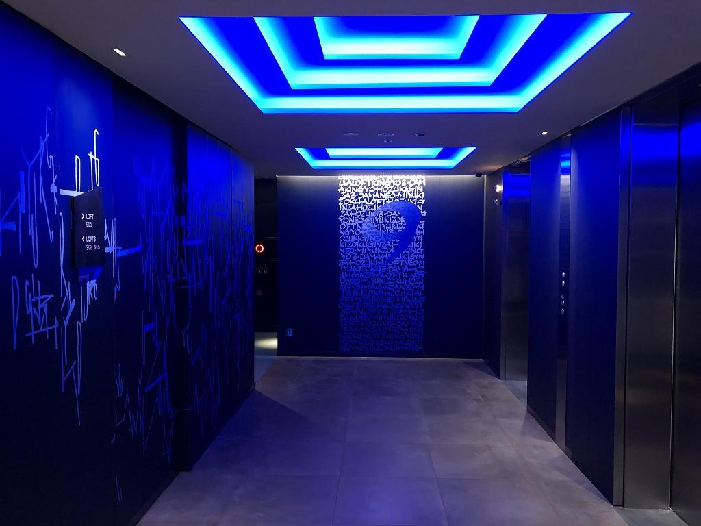 アロフト東京銀座の9階のエレベーターホールの照明