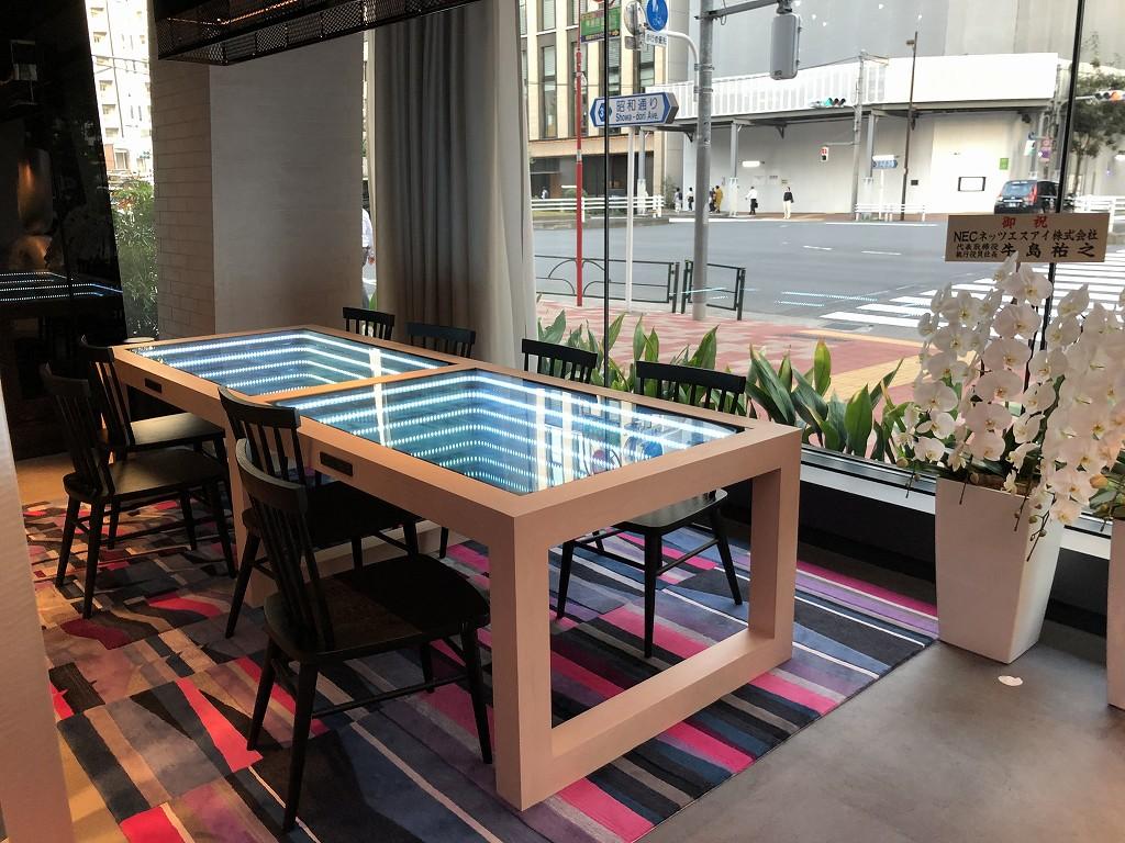 アロフト東京銀座のフロントのテーブル