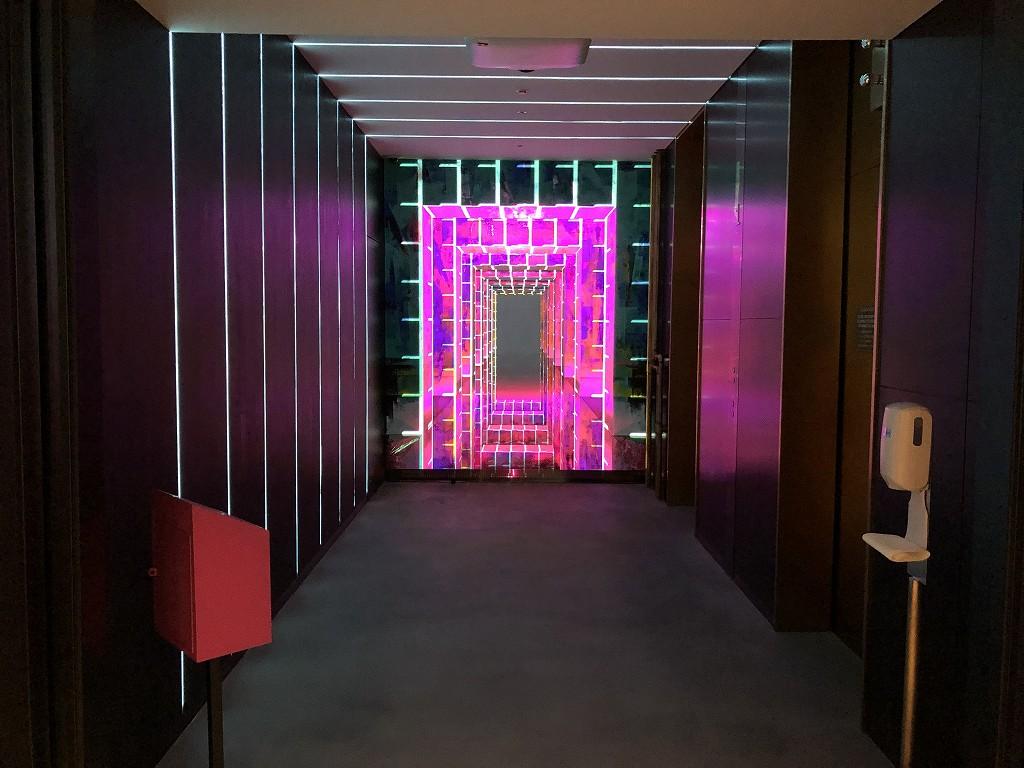 アロフト東京銀座の1階のエレベーターホールの照明