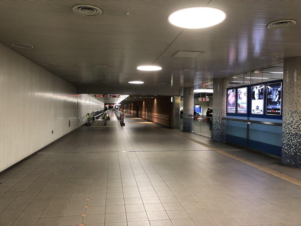 羽田空港のANAとJALをつなぐ通路