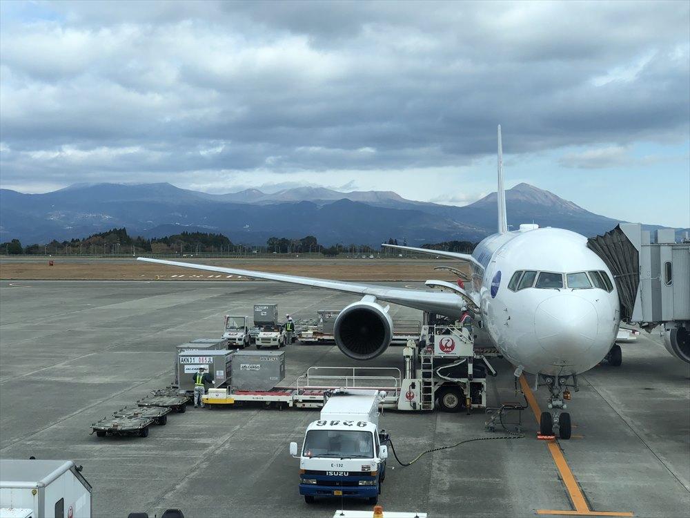 鹿児島空港から見た霧島連山