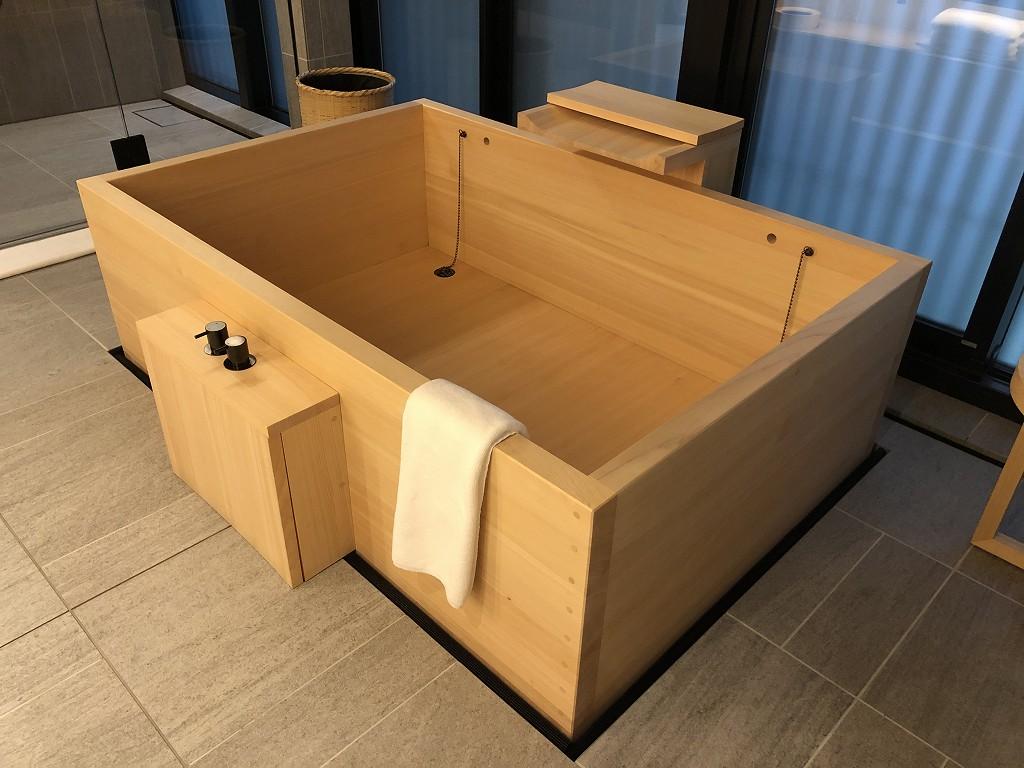 アマン京都の「芒」の檜風呂2