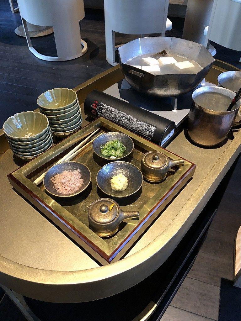 アマン京都のザ・リビング パビリオン by アマンの朝食の湯豆腐