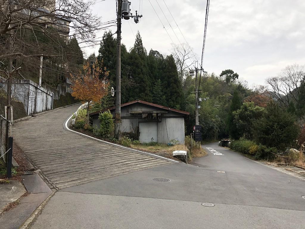 鷹峯千束町の急坂1