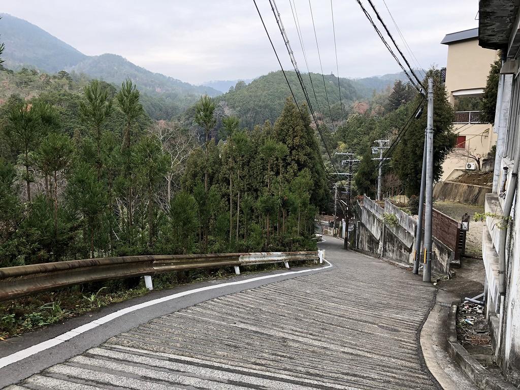 鷹峯千束町の急坂21