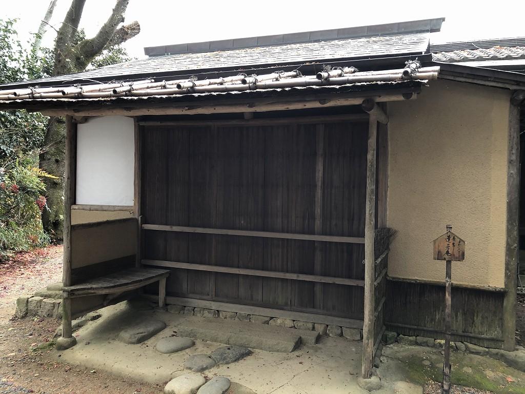 京都の常照寺の丸窓1
