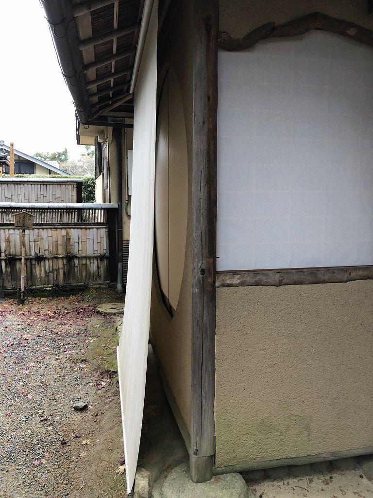 京都の常照寺の丸窓2