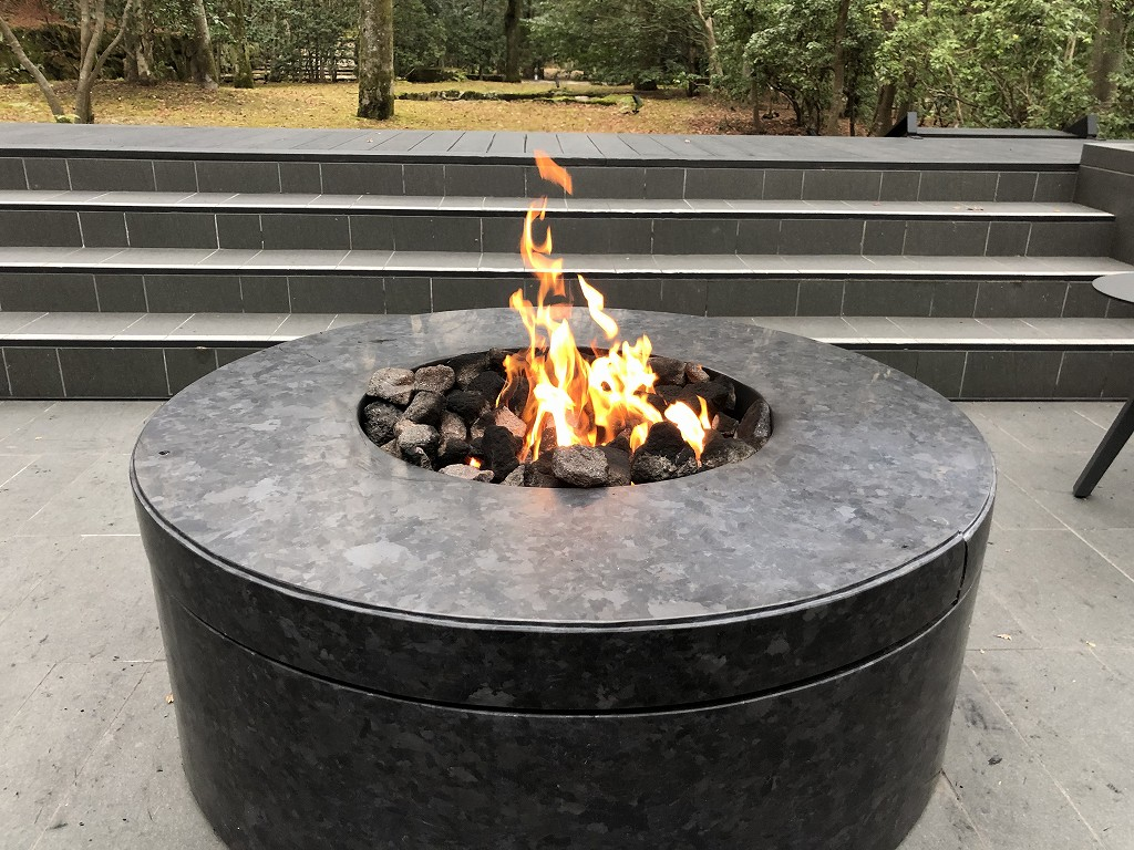 アマン京都のテラスの炎