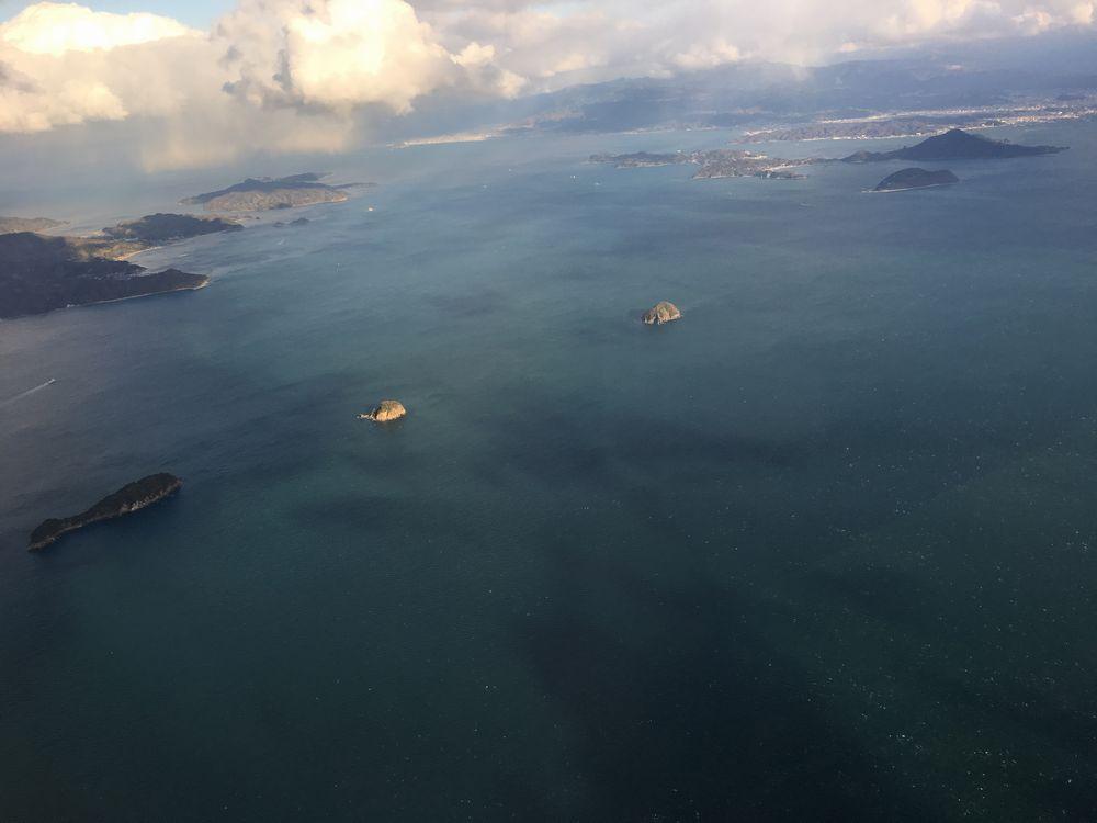 ANA1884便から見た伊予灘の小島