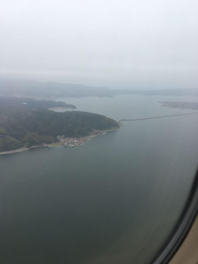空から見た中海に掛かる橋