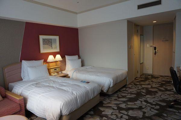 ANAクラウンプラザホテル稚内客室ベッド側画像