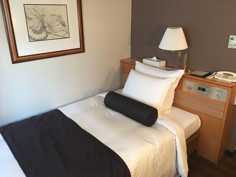 松山全日空ホテル本館シングルベッド側
