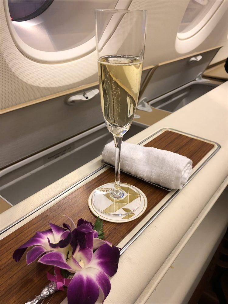 タイ国際航空(TG)ファーストクラスのシャンパン