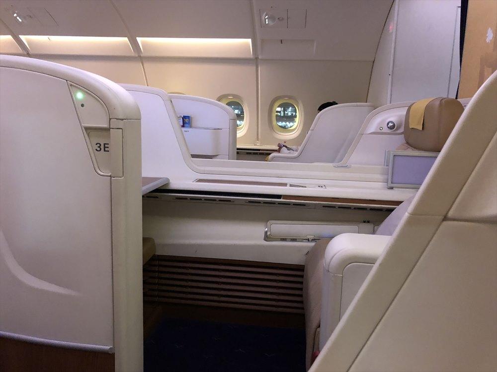 タイ国際航空(TG)エアバスA380のファーストクラスキャビン3